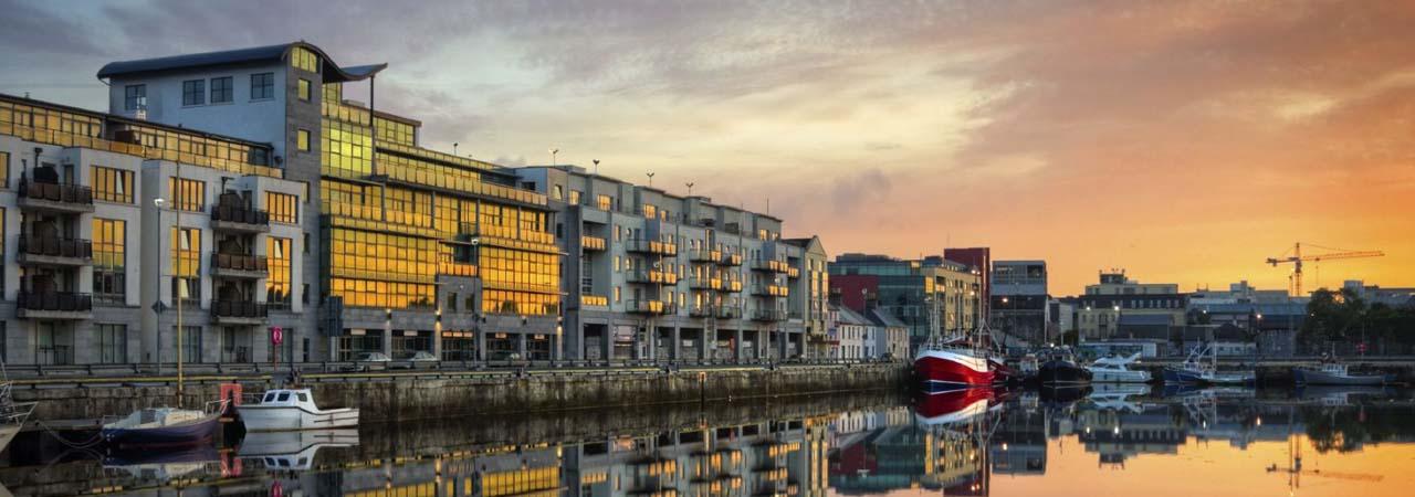 Tradições irlandesas, centro universitário, festivais, 'Cidade das Tribos'